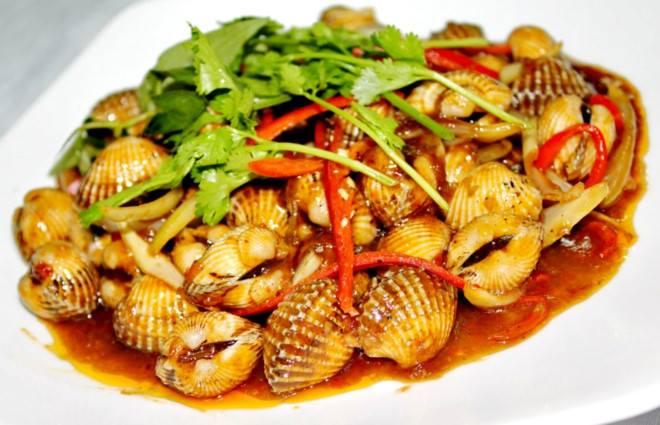 Ban-ghe-quan-an-Oc-Thai (1)