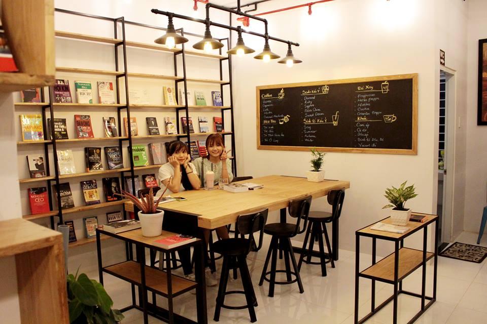 ban-ghe-cafe-quan-yame-02